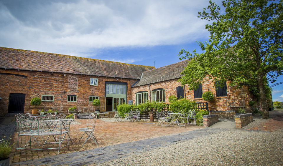 Lisa And Guy S Garden Party Themed Wedding At Curradine Barns