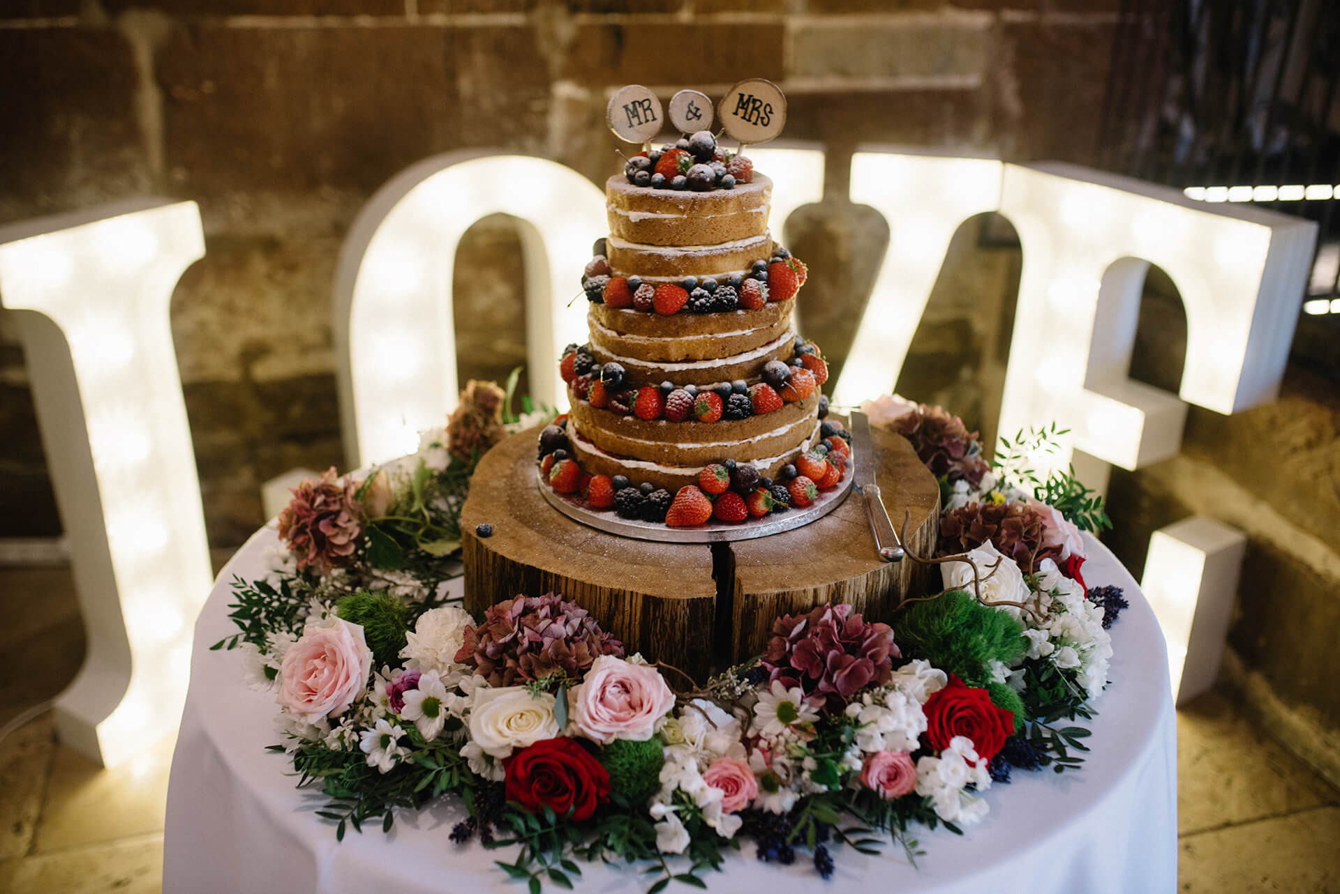 curradine barns cake love letters